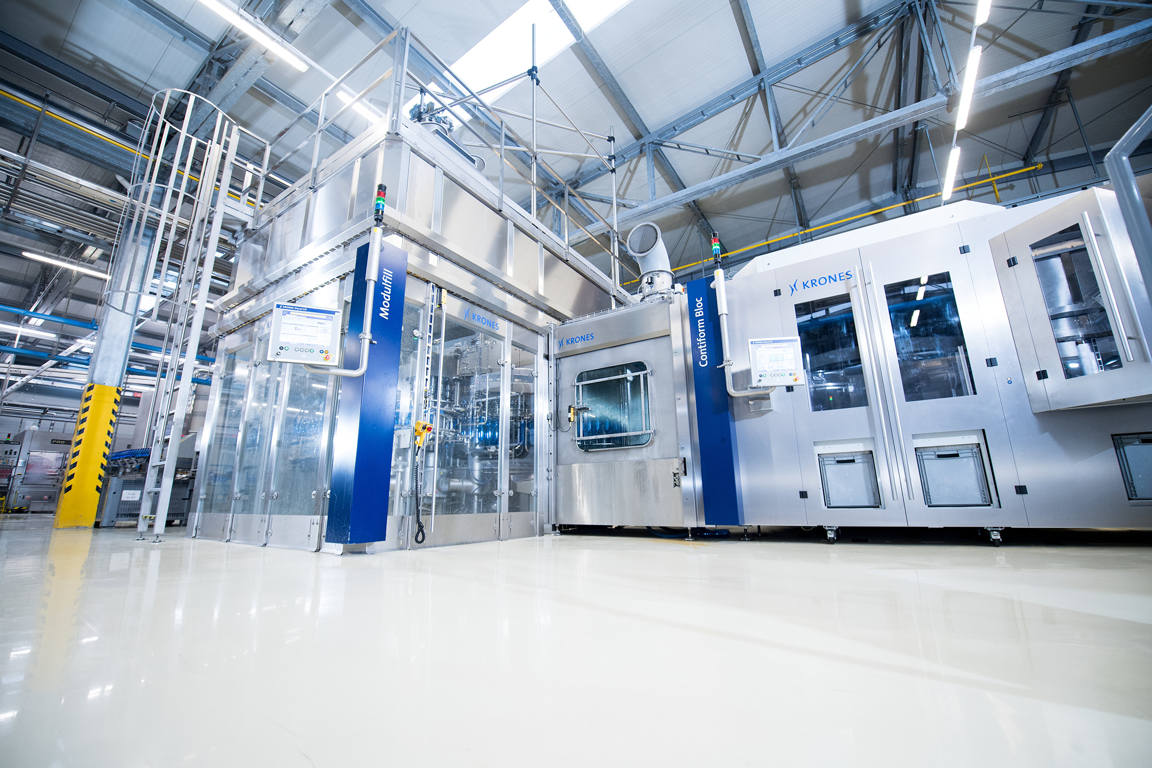 Spoločnosť Krones inštaluje frontálne doskové rozhranie od Murrelektronik do svojich rozvodných skríň a korpusov strojov a vytvára tak bezpečný prístup k riadeniu. (Obr.: Krones AG)